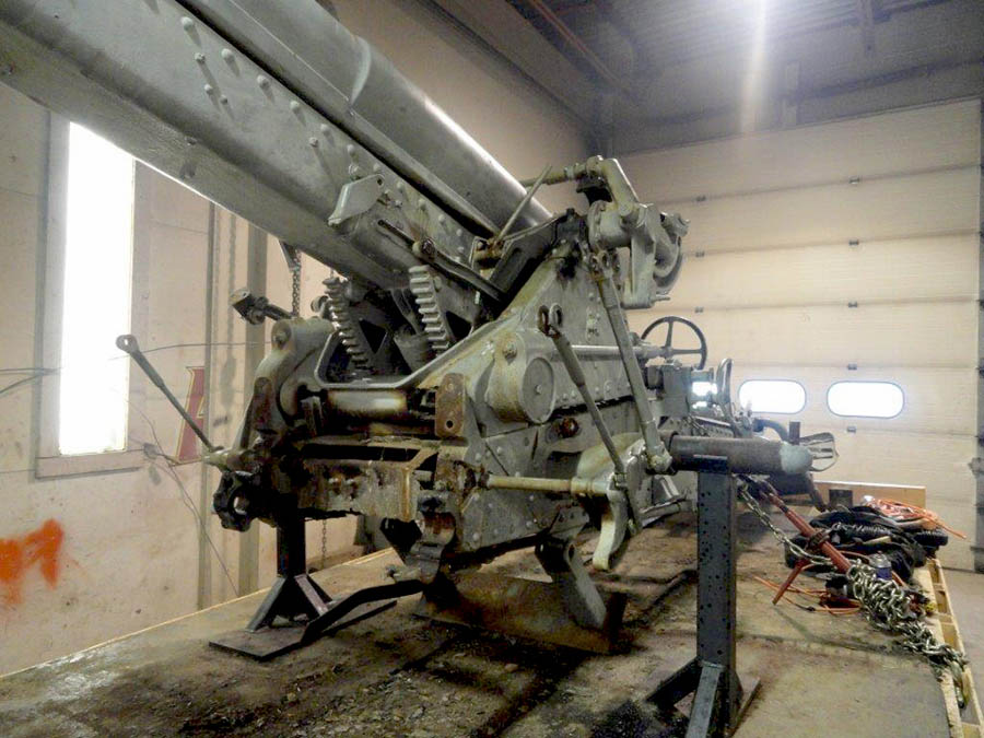 The inner workings of the Vimy Ridge Gun early in the restoration process. Photo: courtesy The Lincoln and Welland Regiment Museum.