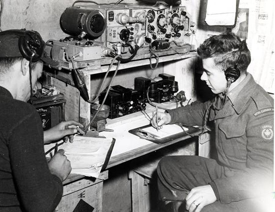 Royal Canadian Corps of Signals signalmen operate wireless sets in Korea, November 1951. Photo: Library and Archives Canada PA-141378